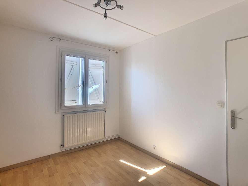 Maison à louer 5 109.45m2 à Saint-Jean-de-la-Ruelle vignette-13