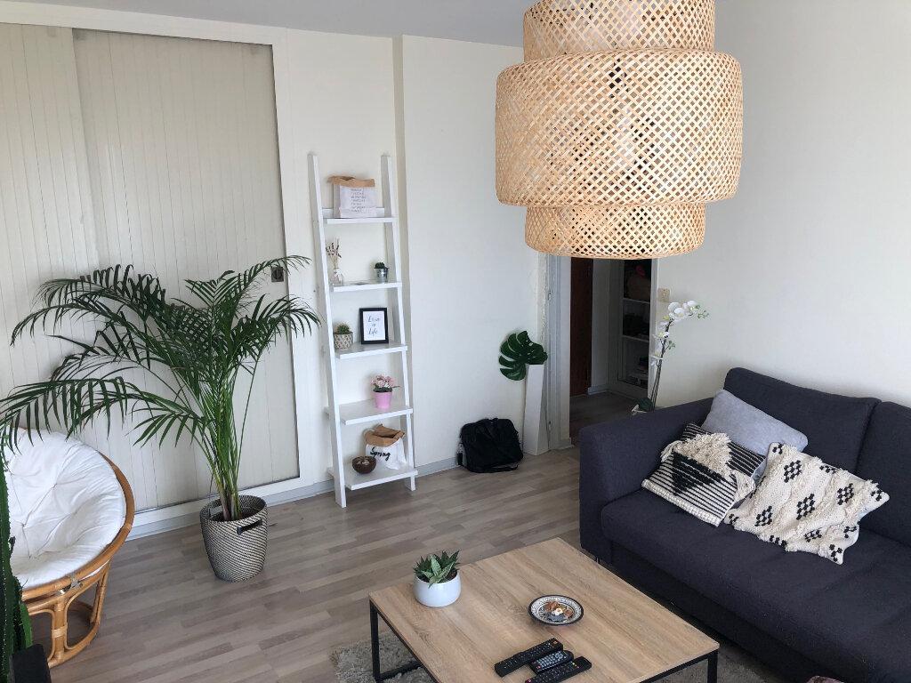 Appartement à louer 2 46m2 à Saint-Jean-de-la-Ruelle vignette-1