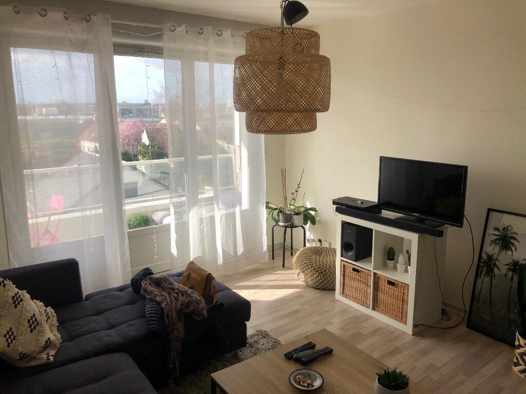 Appartement à louer 2 46m2 à Saint-Jean-de-la-Ruelle vignette-2
