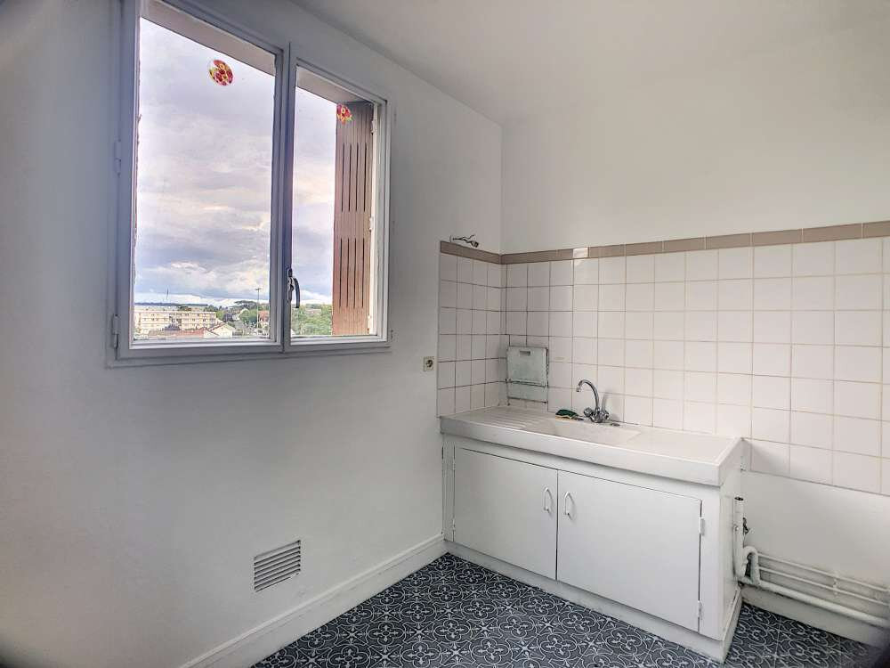 Appartement à louer 1 28.5m2 à Saint-Jean-de-la-Ruelle vignette-2