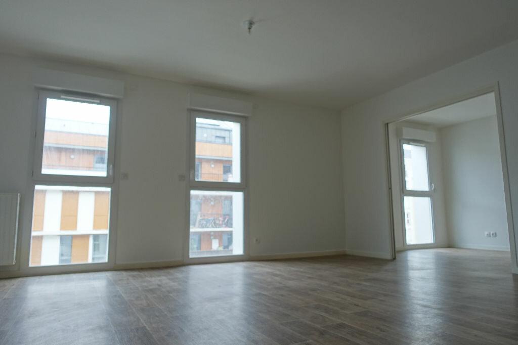Appartement à louer 3 62.67m2 à Orléans vignette-3