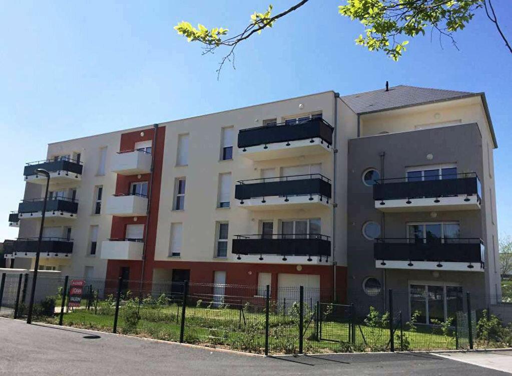 Appartement à louer 3 66.71m2 à Saint-Jean-de-la-Ruelle vignette-2
