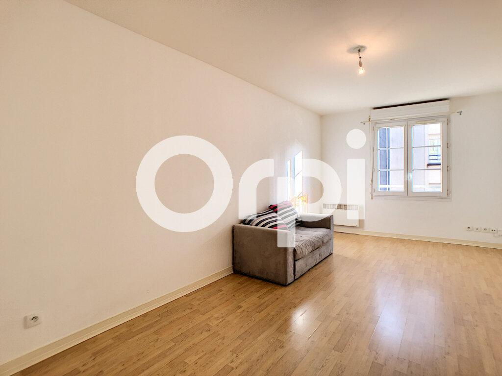 Appartement à louer 1 29.8m2 à Orléans vignette-2