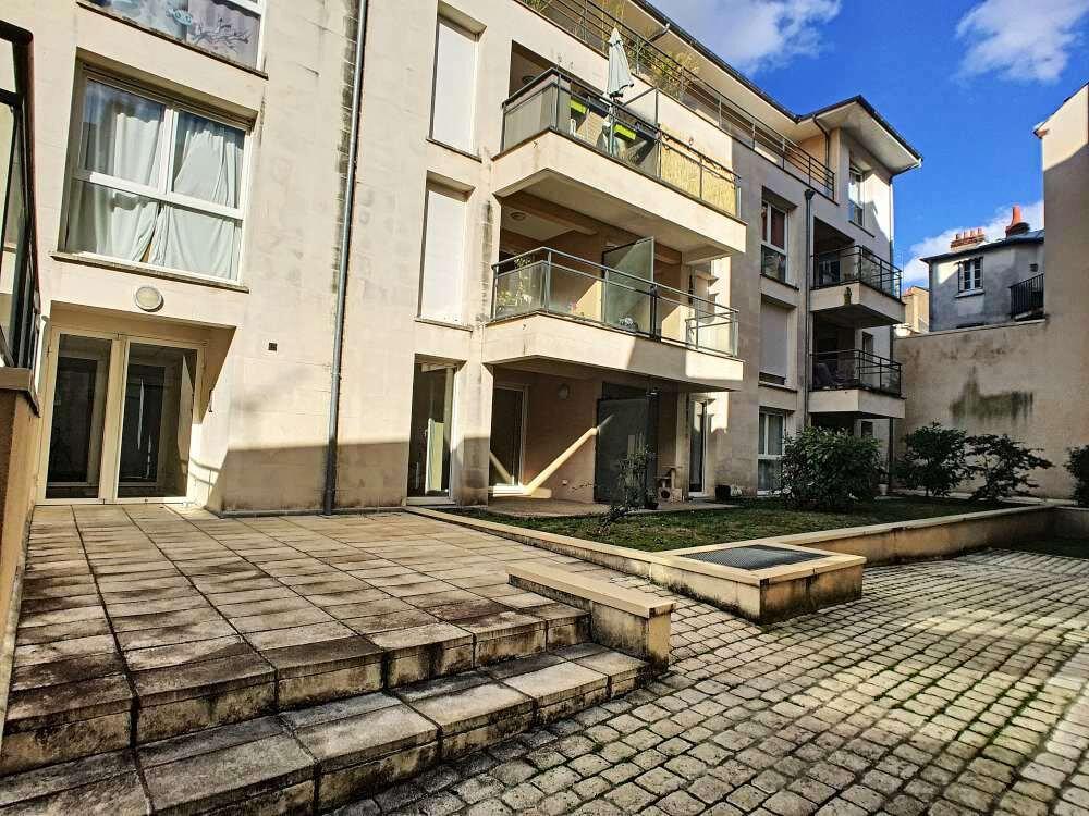 Appartement à louer 3 63.8m2 à Orléans vignette-1