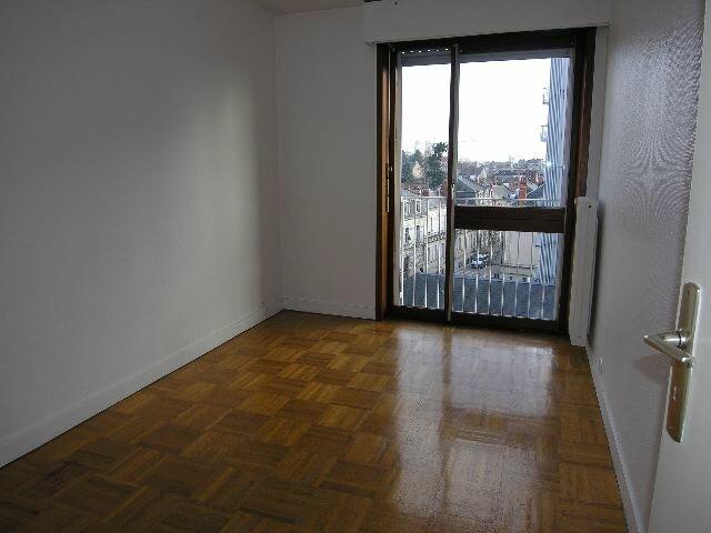 Appartement à louer 3 66.3m2 à Orléans vignette-7
