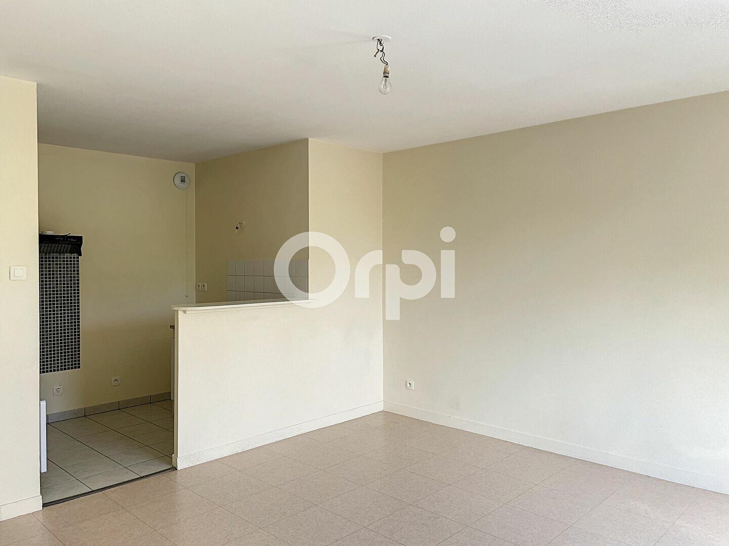 Appartement à louer 2 41.1m2 à Orléans vignette-3