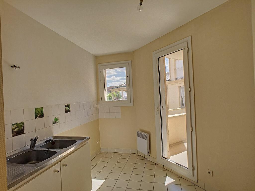 Appartement à louer 5 94.52m2 à Fleury-les-Aubrais vignette-3