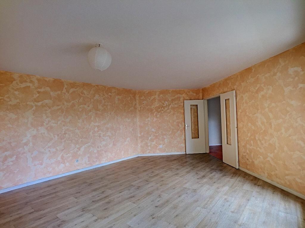 Appartement à louer 5 94.52m2 à Fleury-les-Aubrais vignette-5
