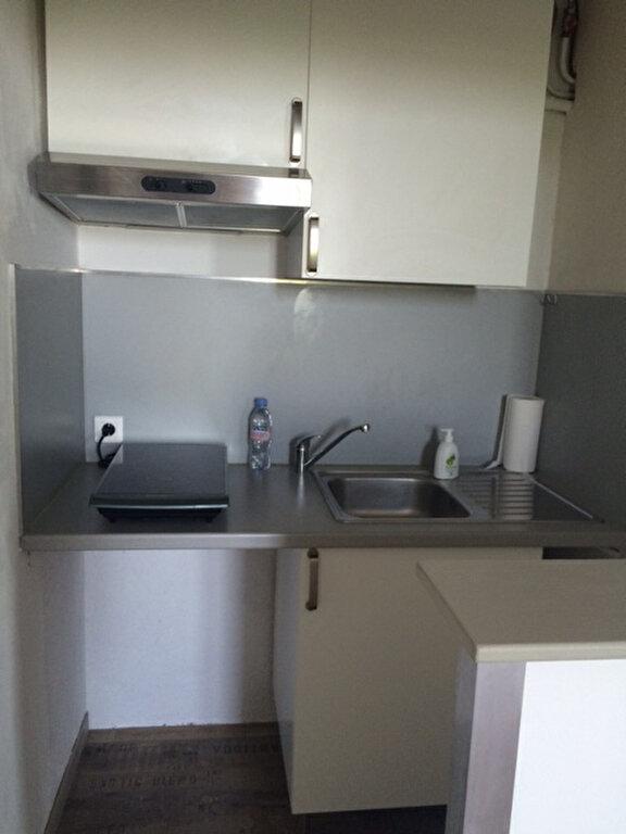 Appartement à louer 1 28m2 à La Seyne-sur-Mer vignette-3