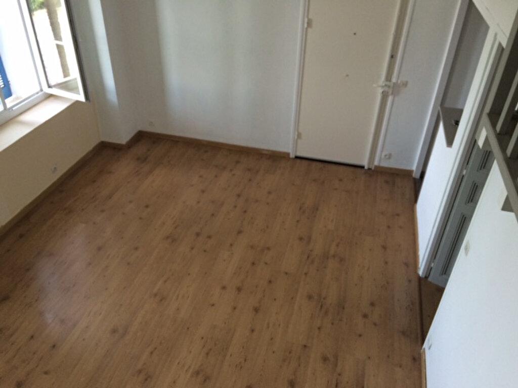 Appartement à louer 1 28m2 à La Seyne-sur-Mer vignette-8