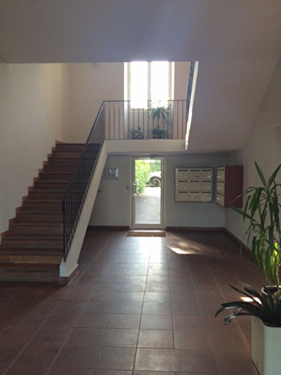 Appartement à louer 1 28m2 à La Seyne-sur-Mer vignette-10