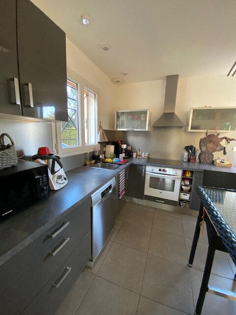 Maison à louer 4 106m2 à La Seyne-sur-Mer vignette-3