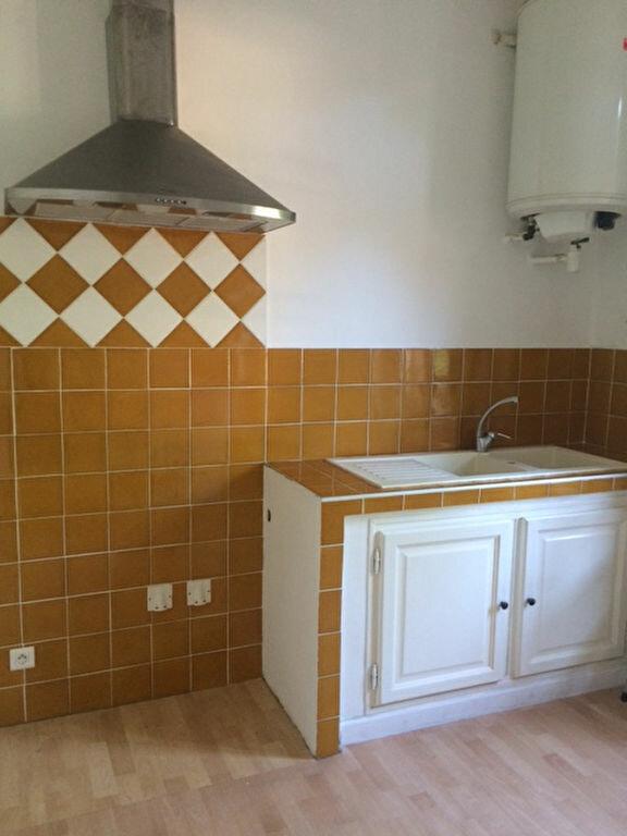 Appartement à louer 3 68m2 à Toulon vignette-2