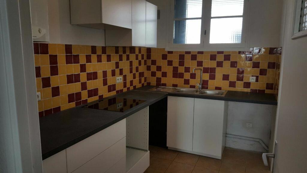 Appartement à louer 4 66m2 à La Seyne-sur-Mer vignette-2