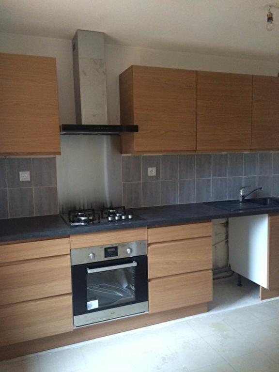 Appartement à louer 2 55m2 à La Seyne-sur-Mer vignette-1