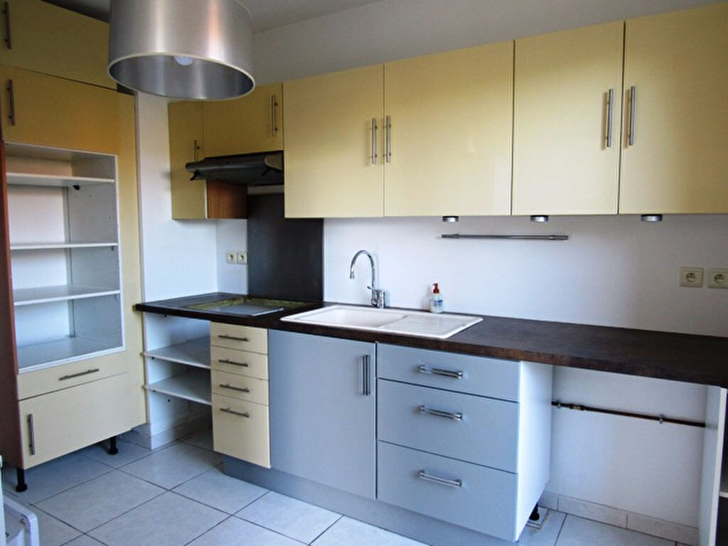 Maison à louer 4 100m2 à Sanary-sur-Mer vignette-6