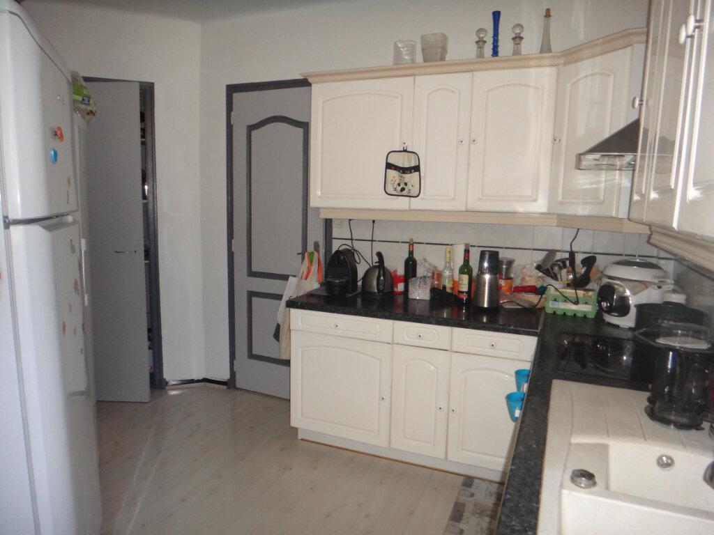 Appartement à vendre 4 80m2 à Toulon vignette-3