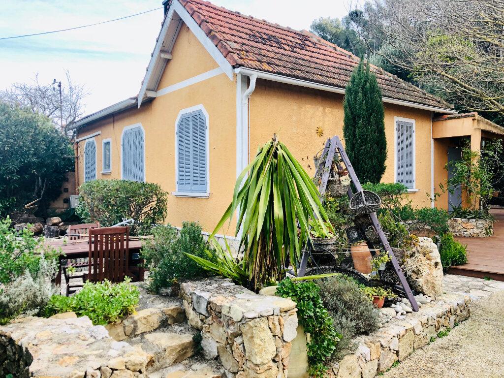 Maison à vendre 7 177m2 à Sanary-sur-Mer vignette-3