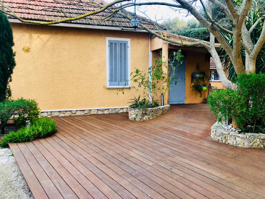 Maison à vendre 7 177m2 à Sanary-sur-Mer vignette-5