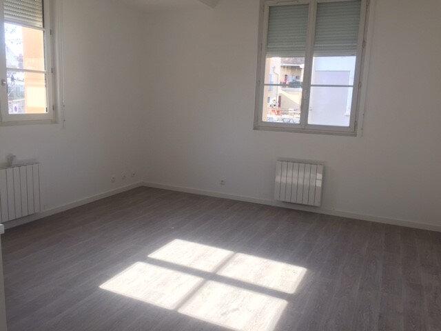 Appartement à louer 3 53.57m2 à La Seyne-sur-Mer vignette-3
