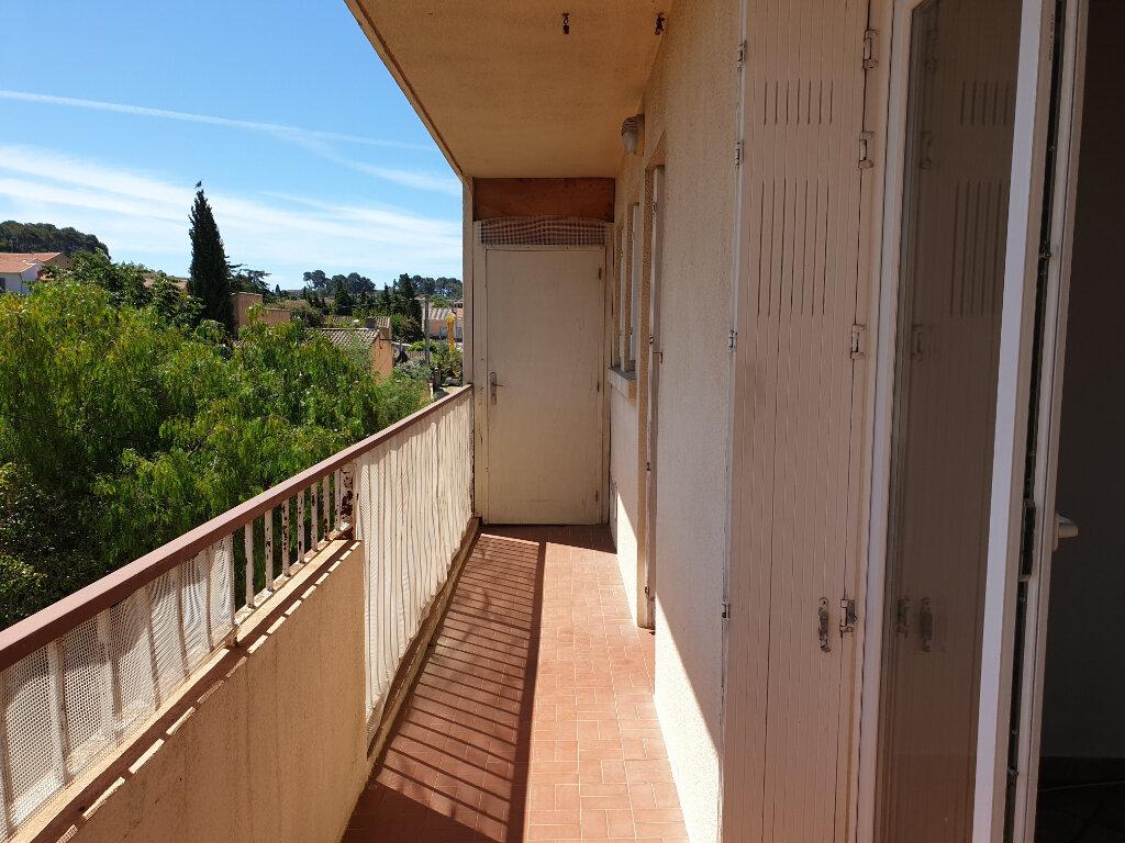 Appartement à louer 3 60m2 à La Seyne-sur-Mer vignette-3