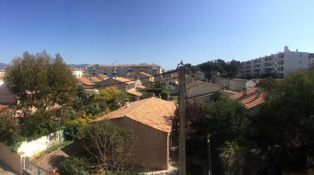 Appartement à louer 3 60m2 à La Seyne-sur-Mer vignette-6