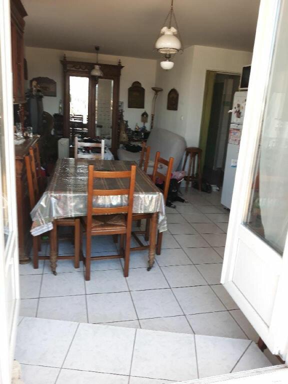 Appartement à vendre 4 75m2 à Saint-Mandrier-sur-Mer vignette-3