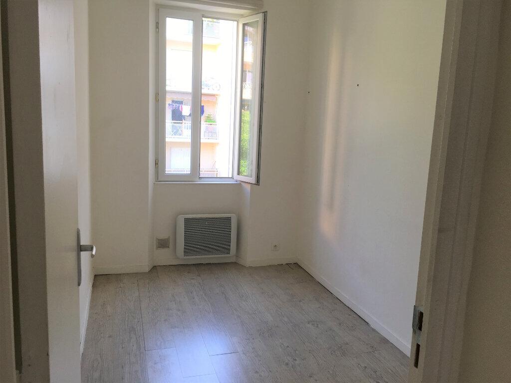 Appartement à louer 3 48.8m2 à Toulon vignette-10