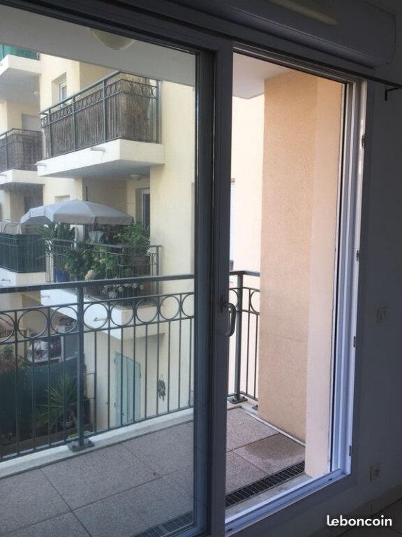 Appartement à louer 1 23m2 à La Seyne-sur-Mer vignette-3