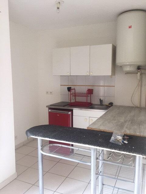 Appartement à louer 1 23m2 à La Seyne-sur-Mer vignette-4
