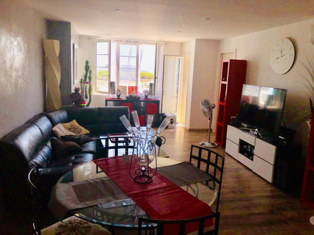 Appartement à vendre 3 75m2 à La Seyne-sur-Mer vignette-2