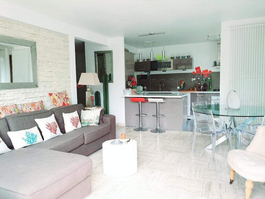 Appartement à vendre 3 63.56m2 à Saint-Mandrier-sur-Mer vignette-2