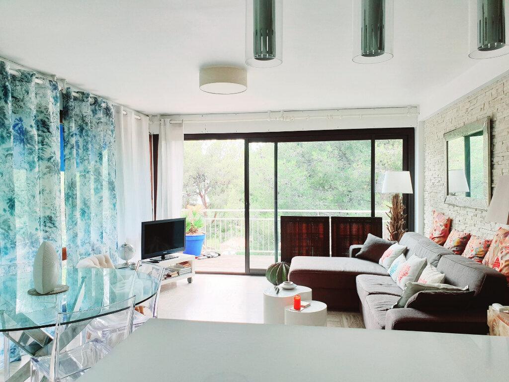 Appartement à vendre 3 63.56m2 à Saint-Mandrier-sur-Mer vignette-3