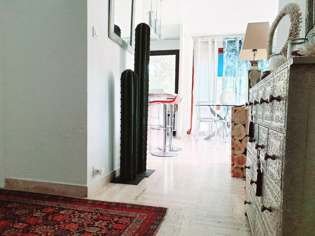 Appartement à vendre 3 63.56m2 à Saint-Mandrier-sur-Mer vignette-6