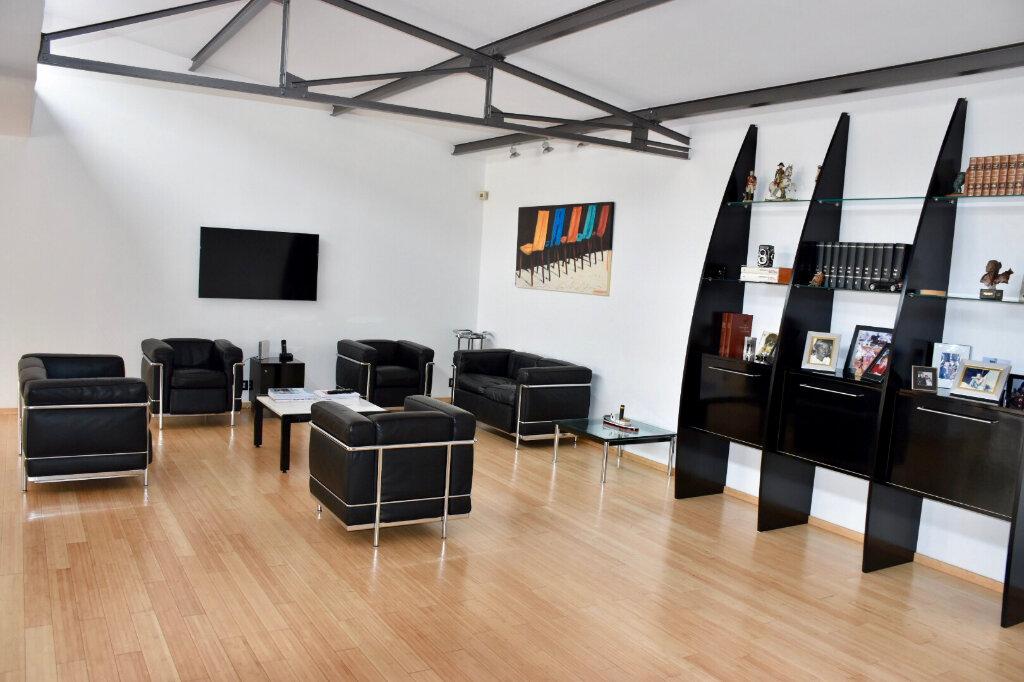 Appartement à vendre 3 145m2 à Bandol vignette-1