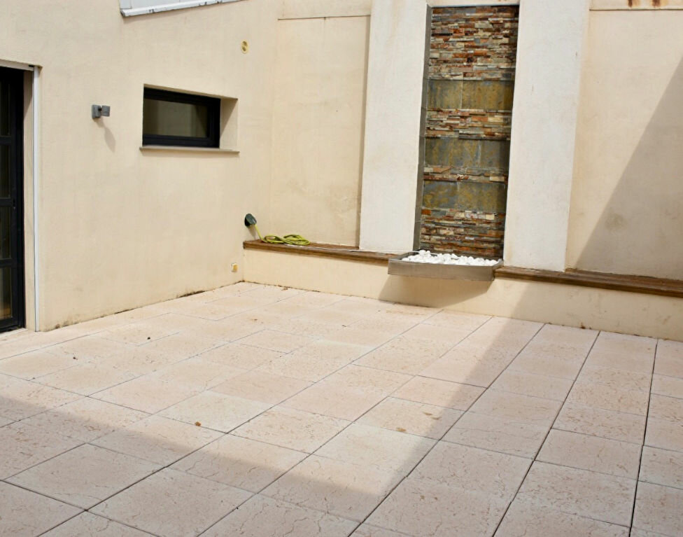 Appartement à vendre 3 145m2 à Bandol vignette-4