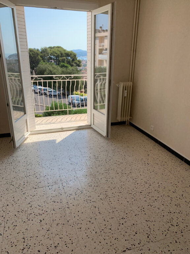 Appartement à louer 2 42m2 à La Seyne-sur-Mer vignette-2