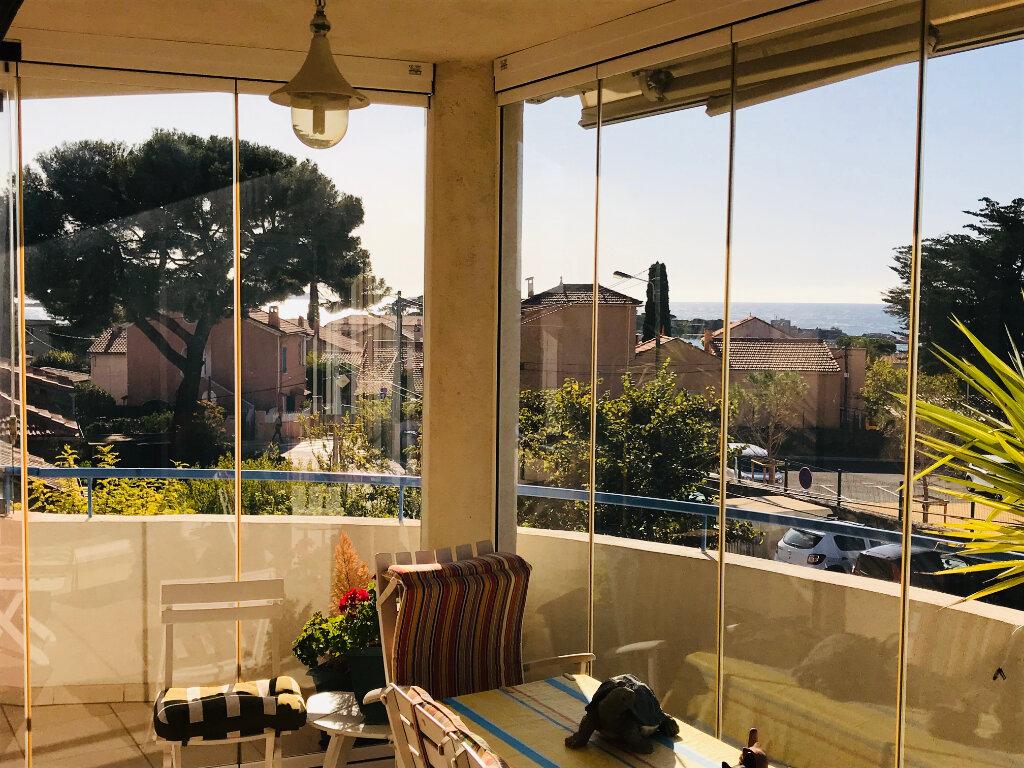 Appartement à vendre 4 92m2 à Bandol vignette-3