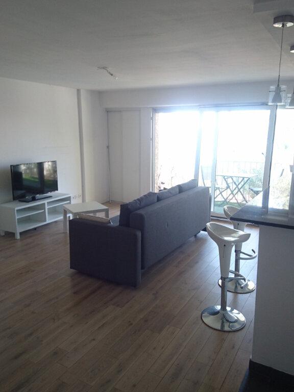 Appartement à louer 2 57.1m2 à La Seyne-sur-Mer vignette-4