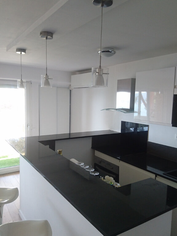 Appartement à louer 2 57.1m2 à La Seyne-sur-Mer vignette-5