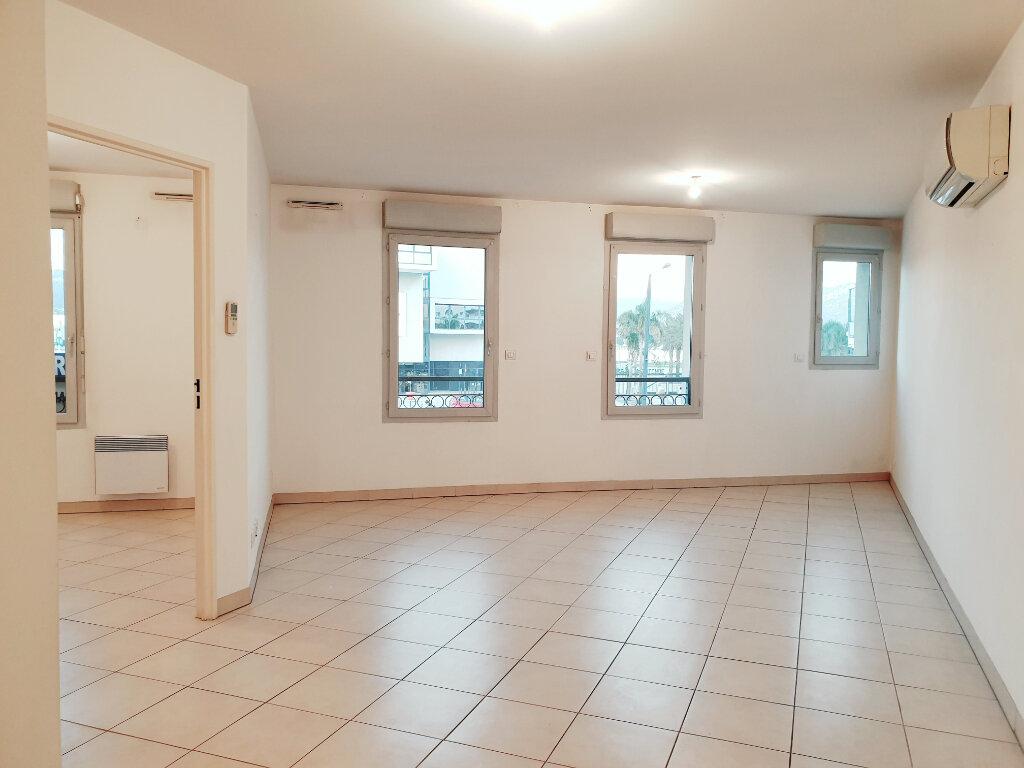 Appartement à vendre 3 73m2 à La Seyne-sur-Mer vignette-3