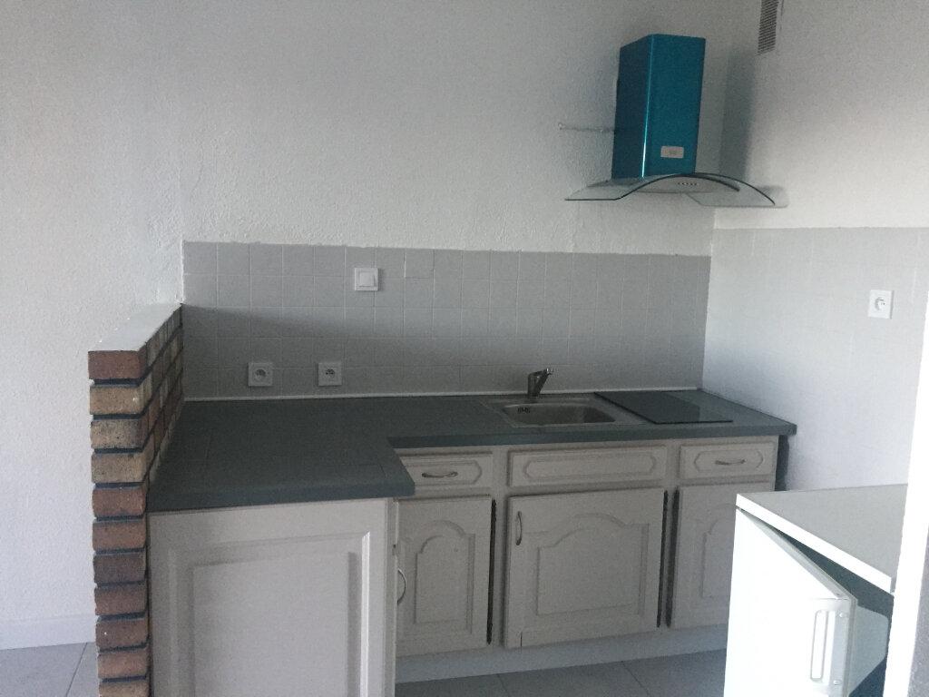 Appartement à louer 1 28m2 à Saint-Mandrier-sur-Mer vignette-2