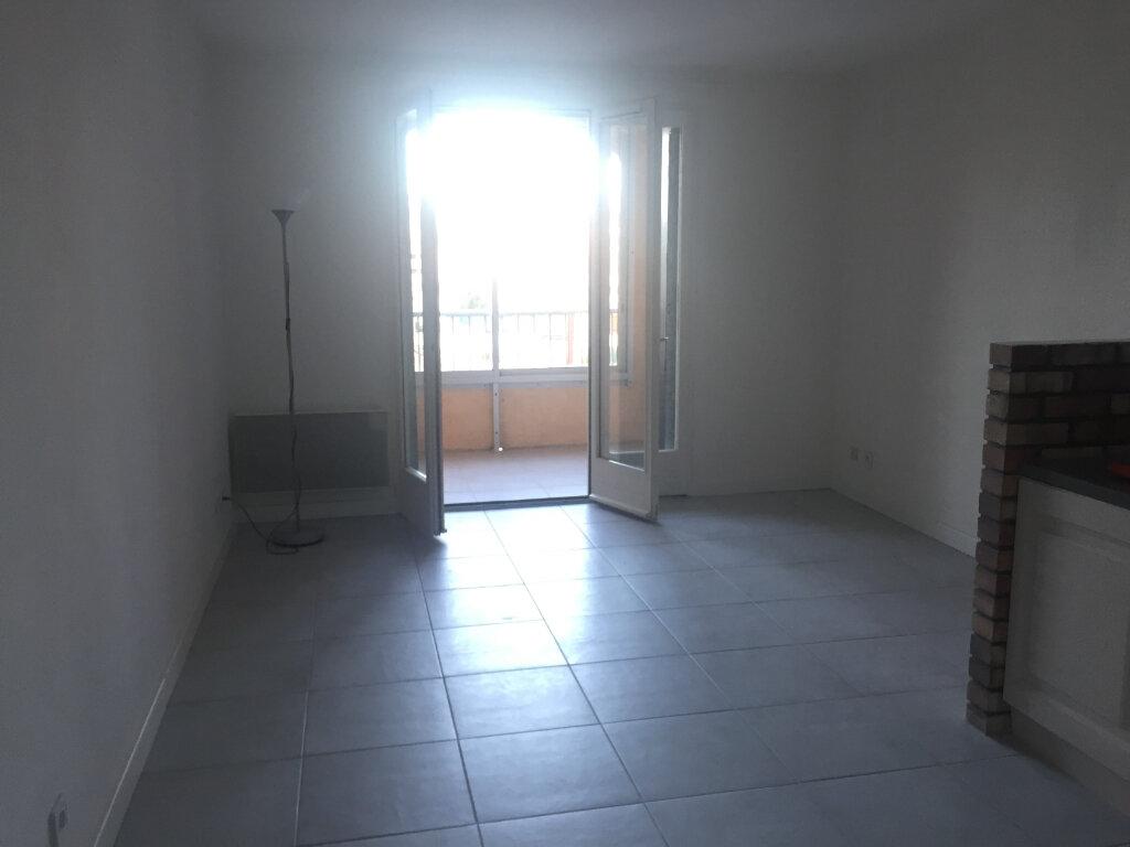 Appartement à louer 1 28m2 à Saint-Mandrier-sur-Mer vignette-3