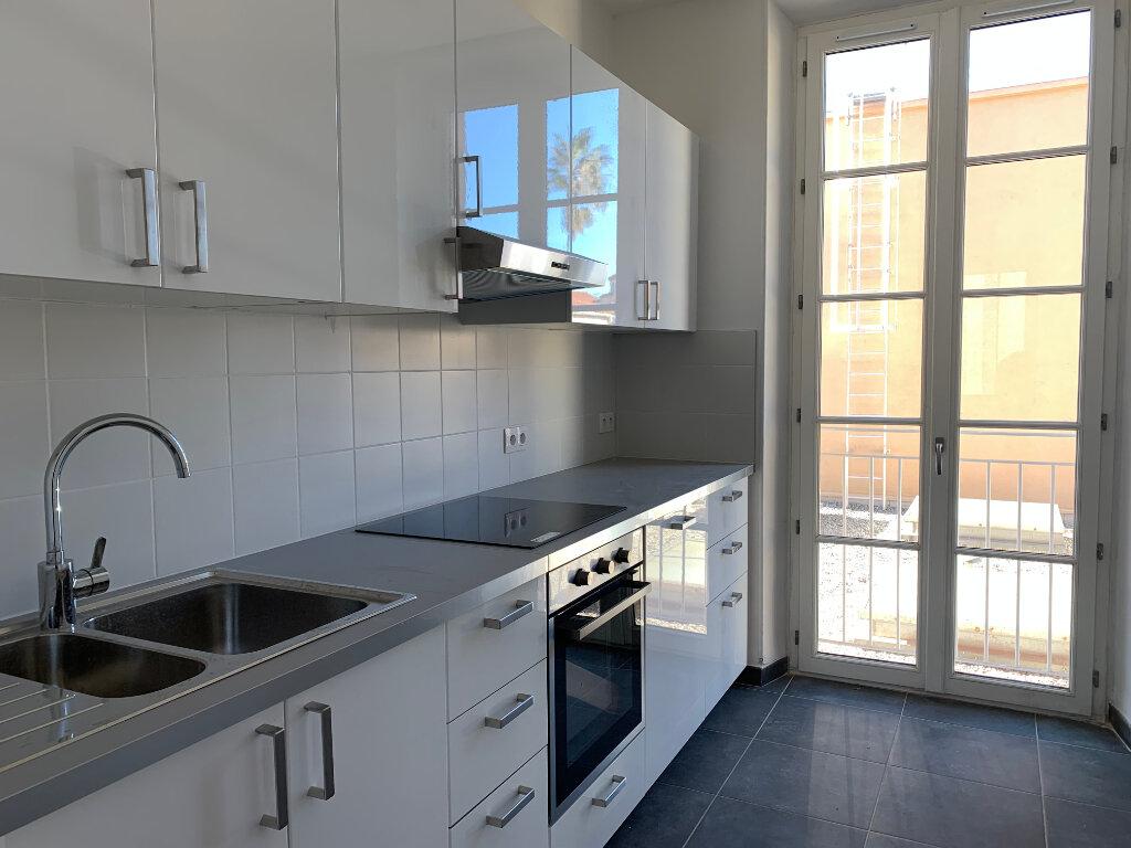 Appartement à louer 5 125.89m2 à La Seyne-sur-Mer vignette-1