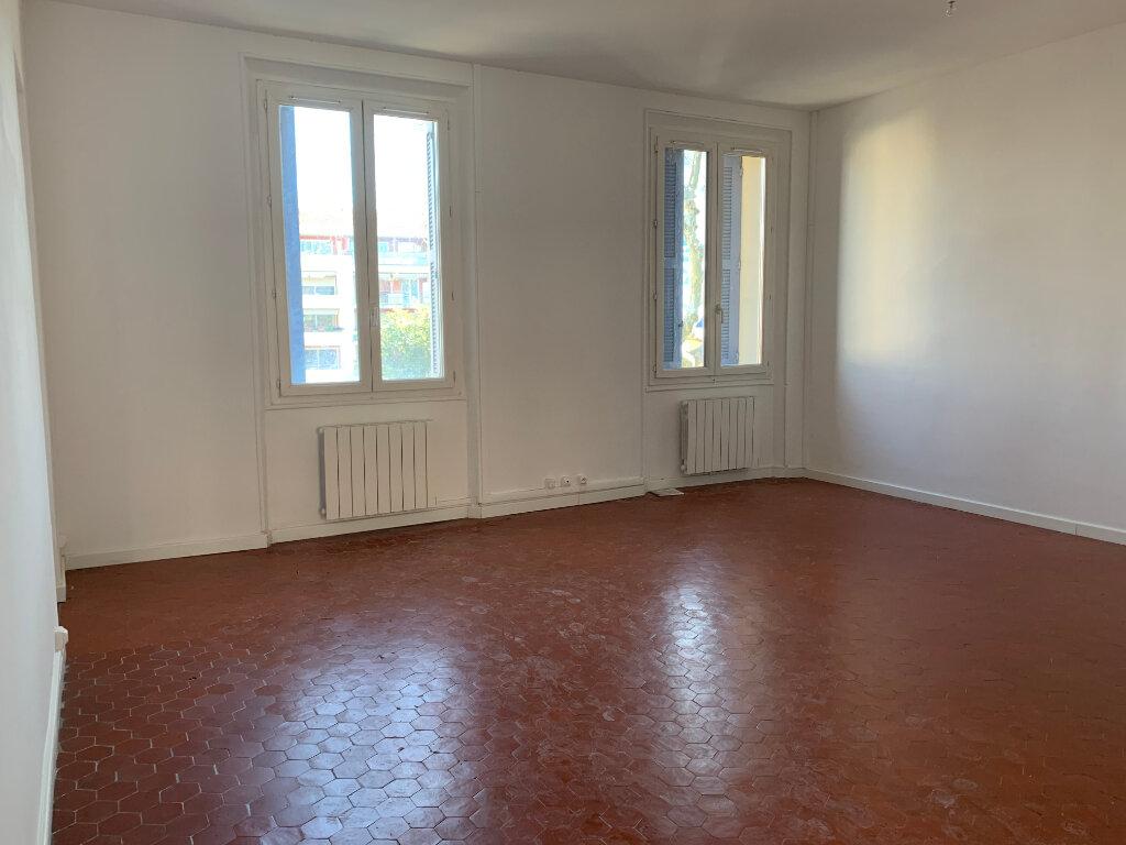 Appartement à louer 5 125.89m2 à La Seyne-sur-Mer vignette-2