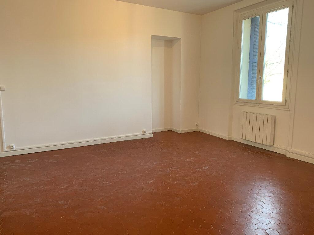 Appartement à louer 5 125.89m2 à La Seyne-sur-Mer vignette-3