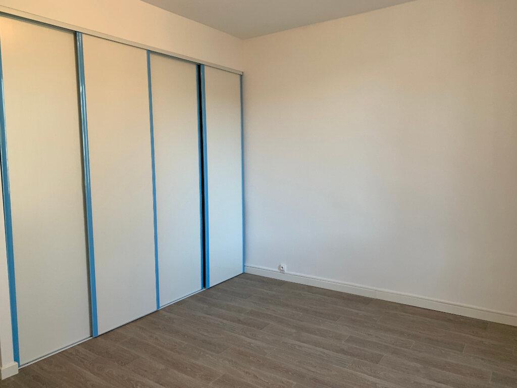 Appartement à louer 5 125.89m2 à La Seyne-sur-Mer vignette-7