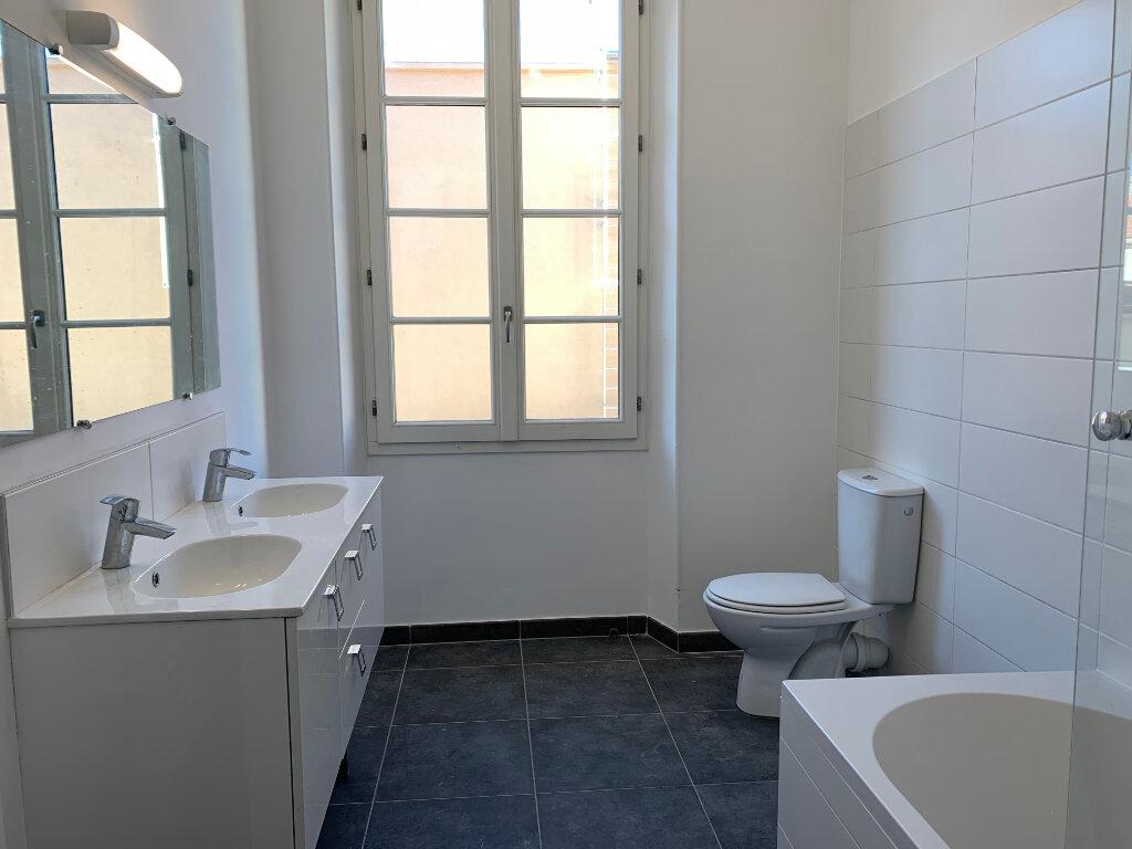 Appartement à louer 5 125.89m2 à La Seyne-sur-Mer vignette-10