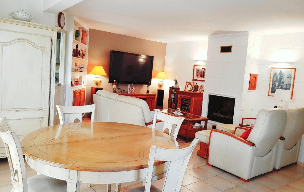 Maison à vendre 6 150m2 à La Seyne-sur-Mer vignette-1