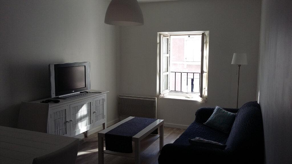 Appartement à louer 2 41m2 à Hagetmau vignette-4